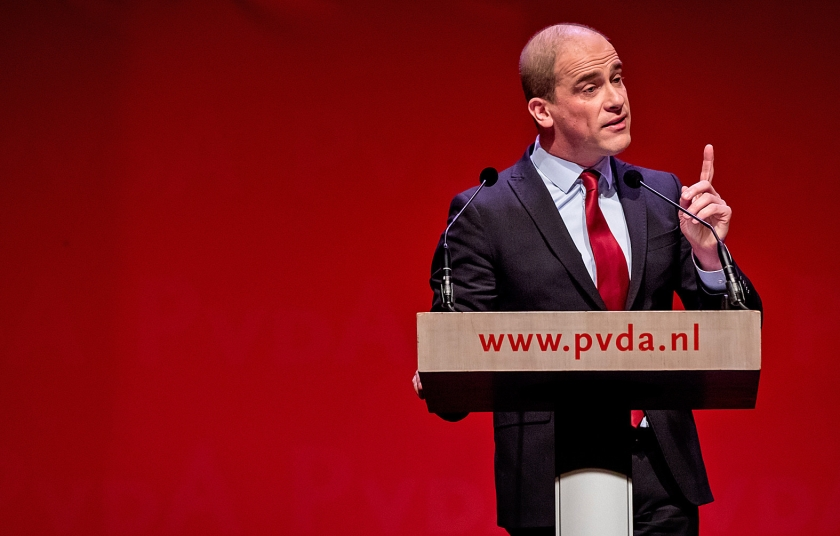 Diederik Samsom tijdens zijn afscheidstoespraak op het PvdA-partijcongres.  (anp / Bart Maat)