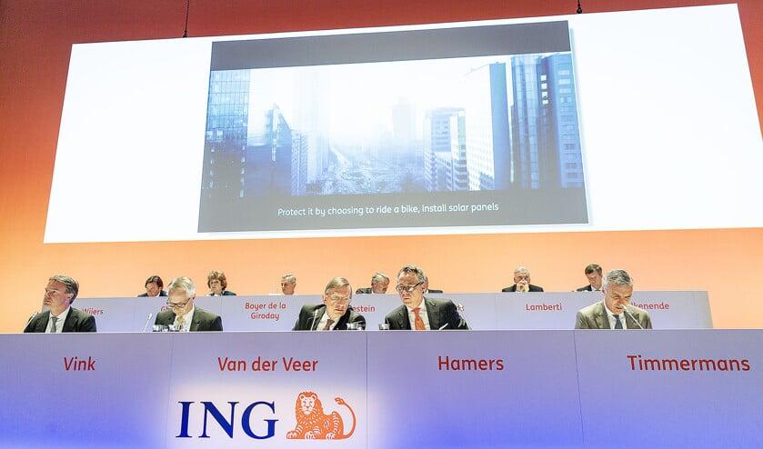 Topman Ralph Hamers, hier tijdens de aandeelhoudersvergadering afgelopen april, ziet af van zijn bonus over 2018.  (anp / Robin van Lonkhuijsen)