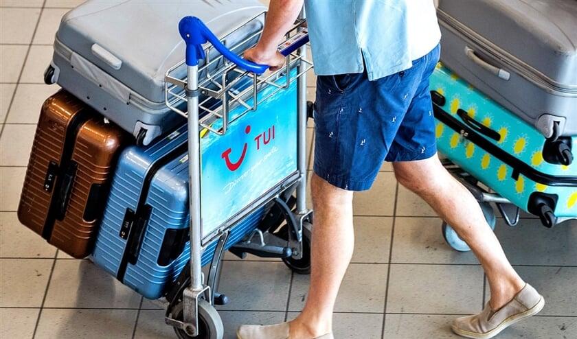 Het kabinet wil de groei van vakantievluchten op luchthaven Schiphol beteugelen.  (anp / Remko de Waal)