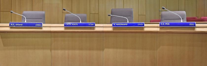 Raadszaal in het gemeentehuis van Rheden in de Steeg, met de zetels van de vier wethouders.  (Marcel van den Bergh)