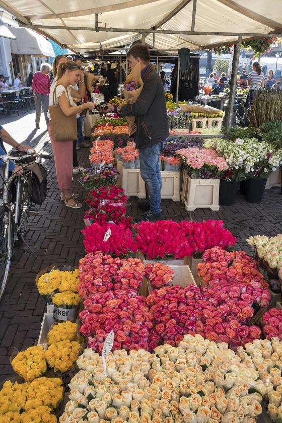 Wie het milieu wil sparen, doet er goed aan op te letten wannneer hij welke bloemen koopt.   (istock)