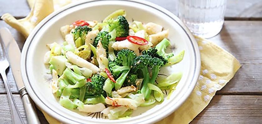 Recept: Geroerbakte visreepjes met groente  (voedingscentrum)