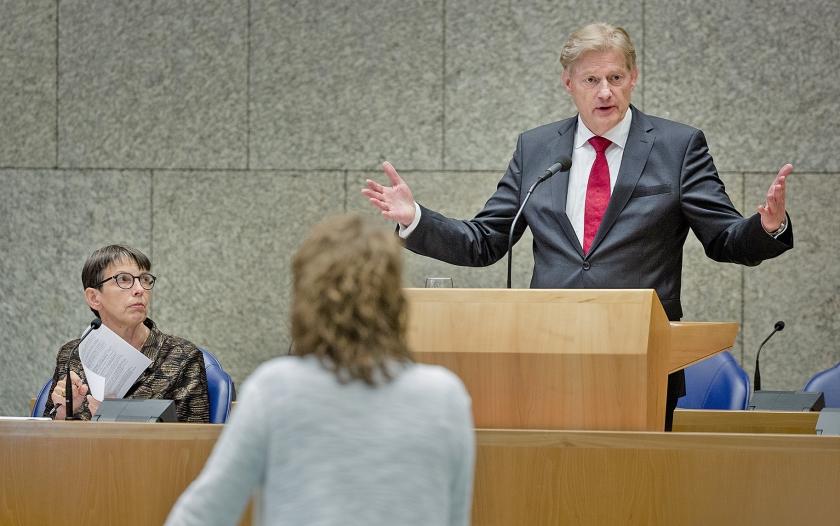 Staatssecretaris Martin van Rijn voert het woord tijdens het pgb-debat op 4 juni.  (anp / Bart Maat)