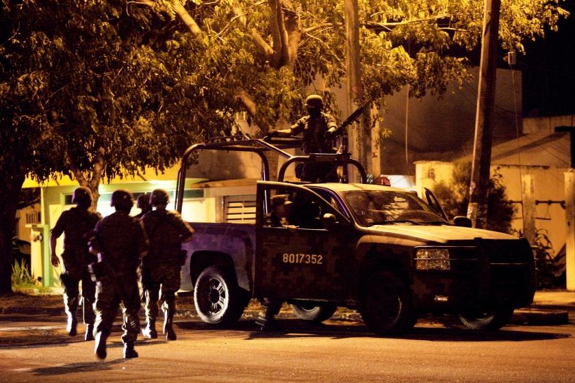 Actie van Mexicaanse militairen na de vondst van zeven doden, slachtoffers van crimineel geweld.  (ap / Felix Marquez en google streetview)