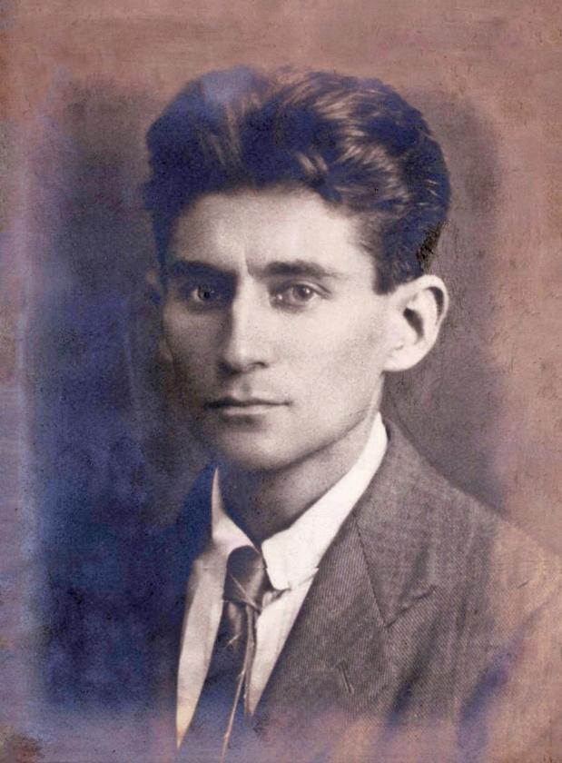 De Praagse schrijver Franz Kafka (1883-1924) is zo'n mythische figuur geworden dat herlezing van zijn verhalen dringend nodig is.   (wikimedia)