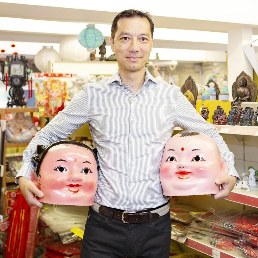 Kin Ping Dun is de huidige eigenaar van de toko.   (Pauline Niks)