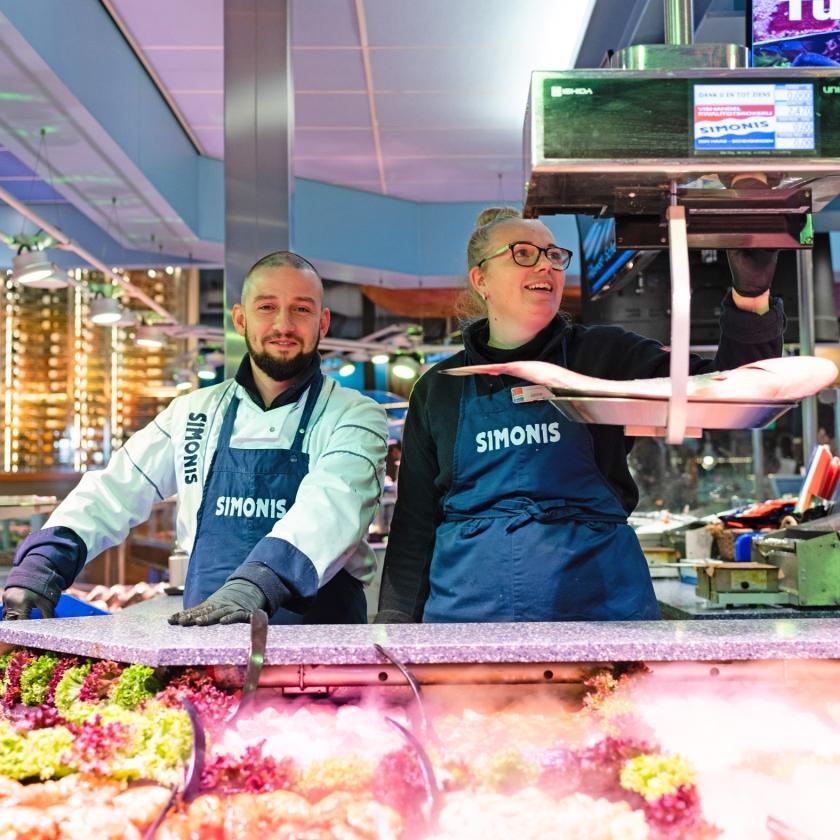 Een van de vijf viswinkels van de firma.   (Katja Poelwijk)