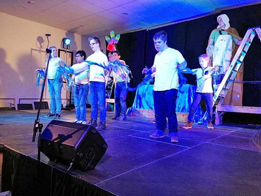 Leerlingen van De Steiger voeren de musical uit.  (nd)