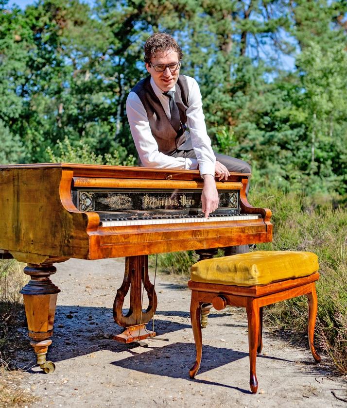 Wouter Harbers wil klassieke muziek onder de aandacht van een groot publiek brengen.   (Fred Manschot)