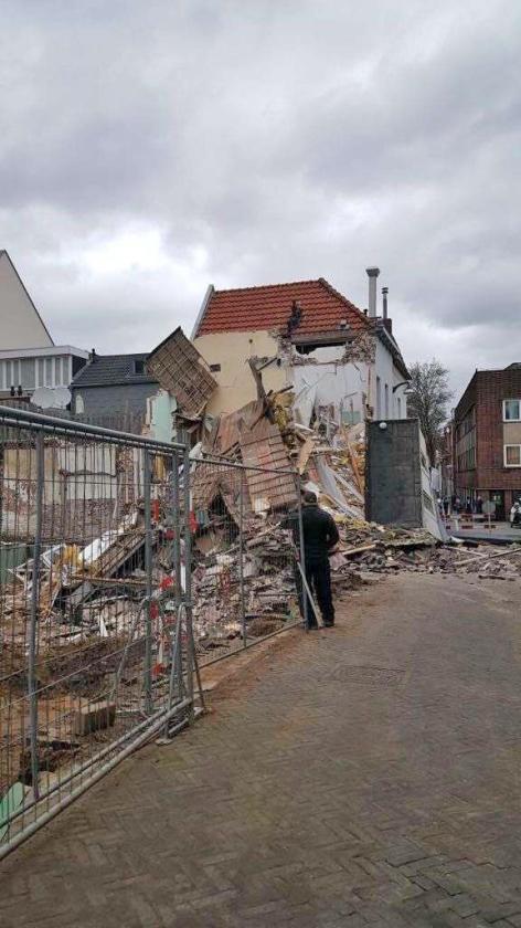 Het ingestorte huis aan de Bergstraat in Venlo.   (omroep venlo)