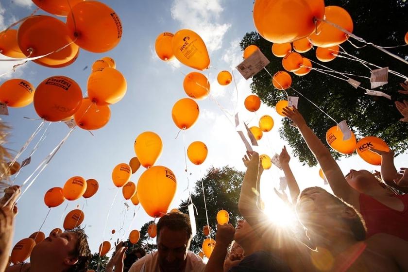 In de gemeente Woerden mogen geen ballonnen meer worden opgelaten, omdat de natuur deze niet kan afbreken.  (anp / Marc van der Kort)