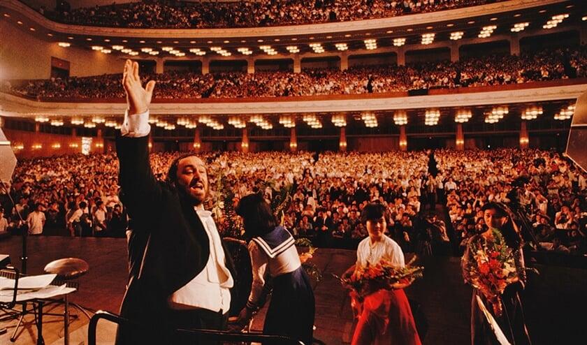 Film: Pavarotti omarmde het leven, maar hij was er ook bang voor  (the searchers)