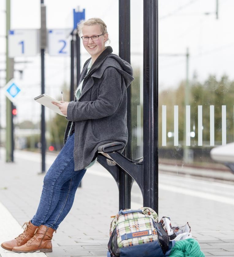 Alicia Elzinga (18): Door Groningen lopen, muziek in m'n oren   (Dick Vos)