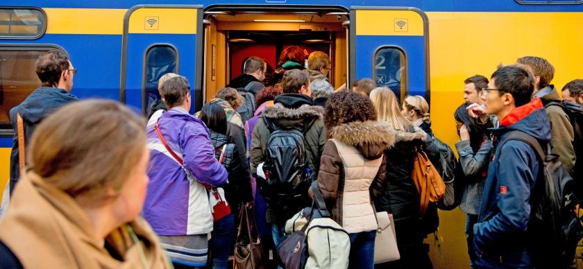 Kort & Klein: Trein te vol? Dan maar met de bus ...  (anp / Robin Utrecht)