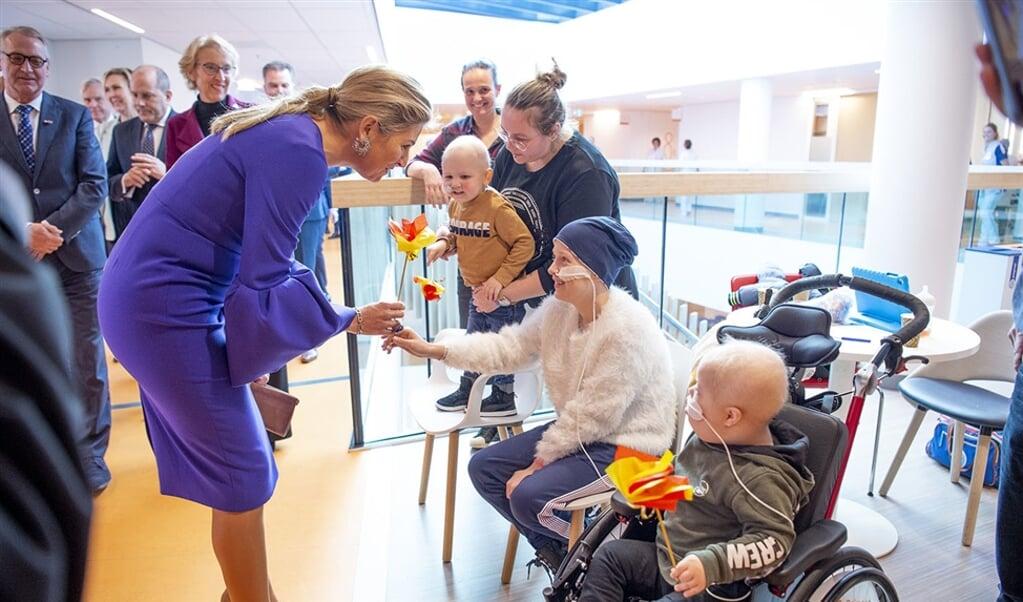 Koningin Maxima bezocht het Prinses Maxima Centrum voor kinderoncologie en sprak daar met patiënten.  (anp / Patrick van Emst)