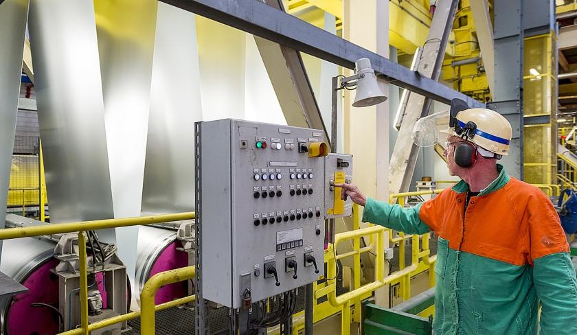 Staalbedrijf Tata Steel in IJmuiden vindt dat het gestraft wordt voor dumpingpraktijken van staal door China.  (anp / Lex van Lieshout)