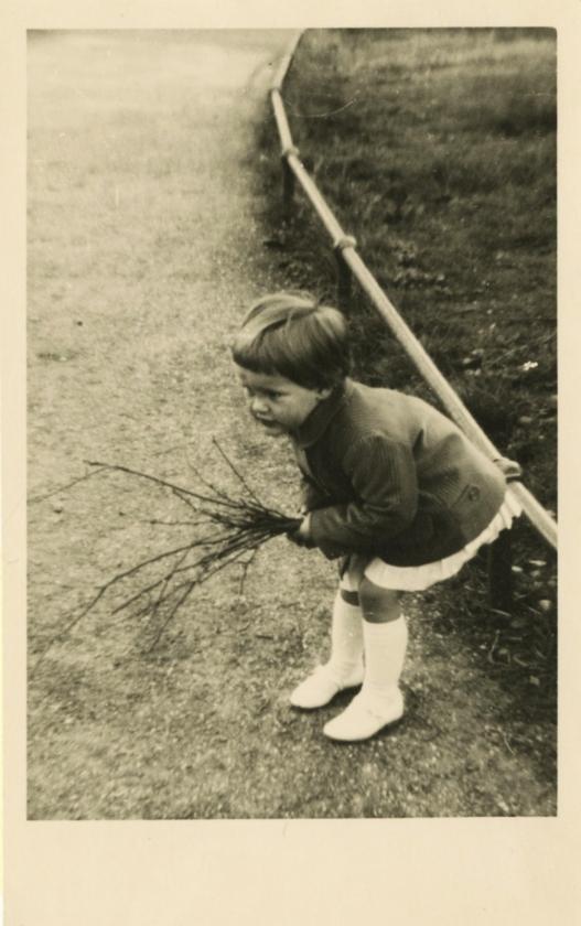 'In het Noorderplantsoen in Groningen, waar ik ben geboren.  Toenik 4 jaar was, verhuisden we naar Den Helder