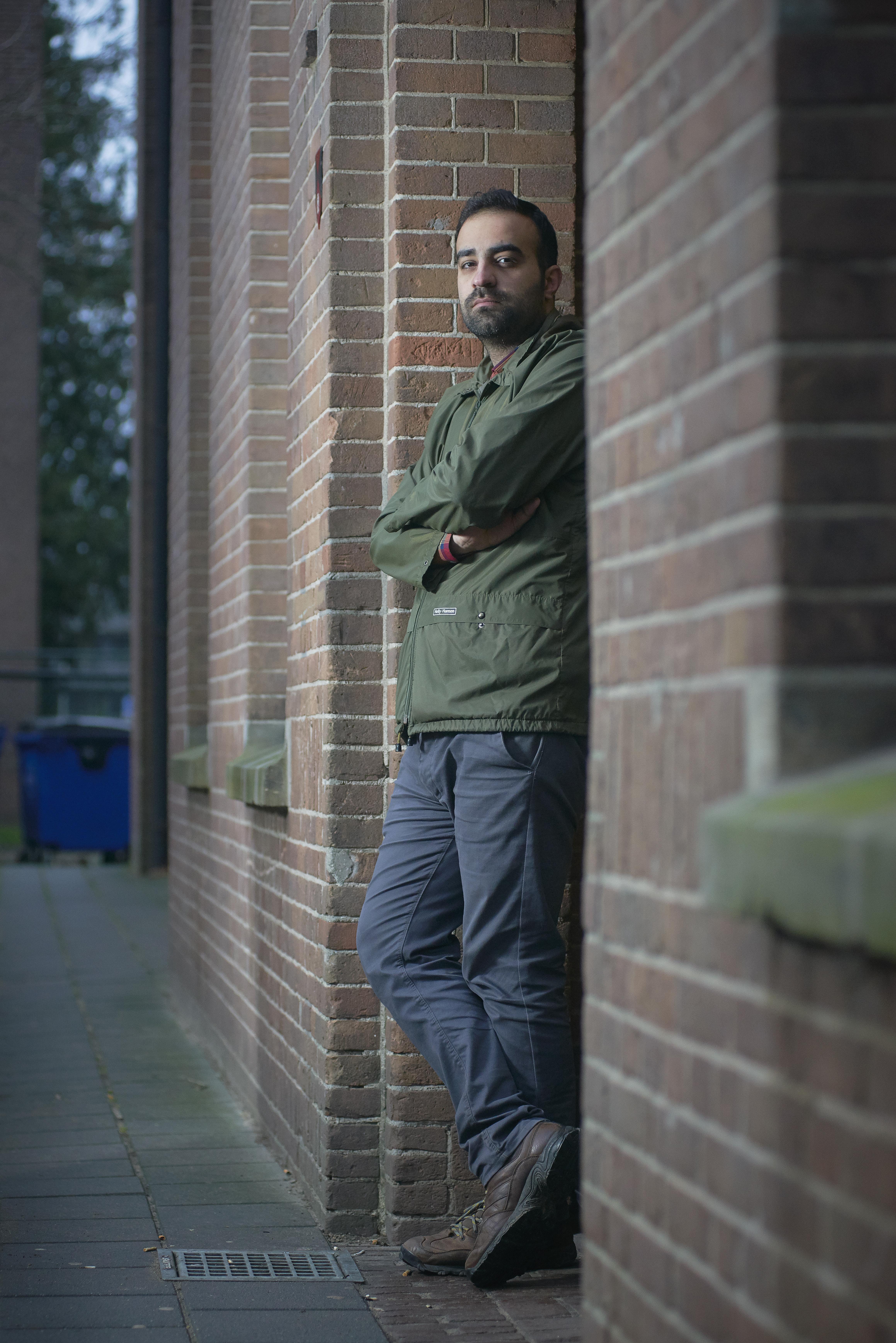 Portret Sina Motamed Rad op het AZC te Nijmegen.Hij is een iranse asielzoeker en fotojournalist.t.b.v. Nederlands Dagblad (Ruth van der kolk)Fotograaf: Van Assendelft Fotografie