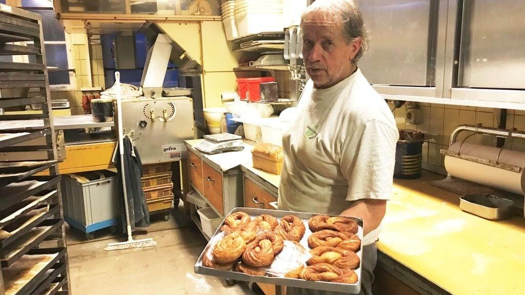 Arie en Astrid Schep sluiten hun bakkerij De Keizerskroon in Lopik. Het echtpaar heeft geen opvolger, dus de winkel gaat definitief dicht.  (beeld rtv utrecht)