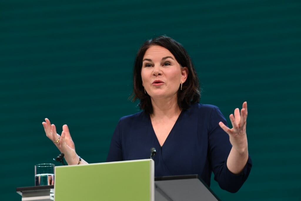2021-04-19 08:10:25 Co-leader of Germany's Green party Annalena Baerbock gives a speech during a digital announcement event on the party's federal election campaign and the announcement of candidacy for chancellor at the malt factory in Berlin, Germany, April 19, 2021. Germany's opposition Greens named Annalena Baerbock their candidate to succeed Angela Merkel at September's general election, challenging the chancellor's conservatives who are locked in increasingly vicious infighting for her crown. ANNEGRET HILSE / POOL / AFP  (beeld Germany's Opposition Greens Named Annalena Baerbock Their Candidate to Succeed Angela Merkel at September's General Election, Challenging the Chancellor's Conservatives who are Locked in Increasingly Vicious Infighting for her Crown. annegret Hilse / Pool / afp)