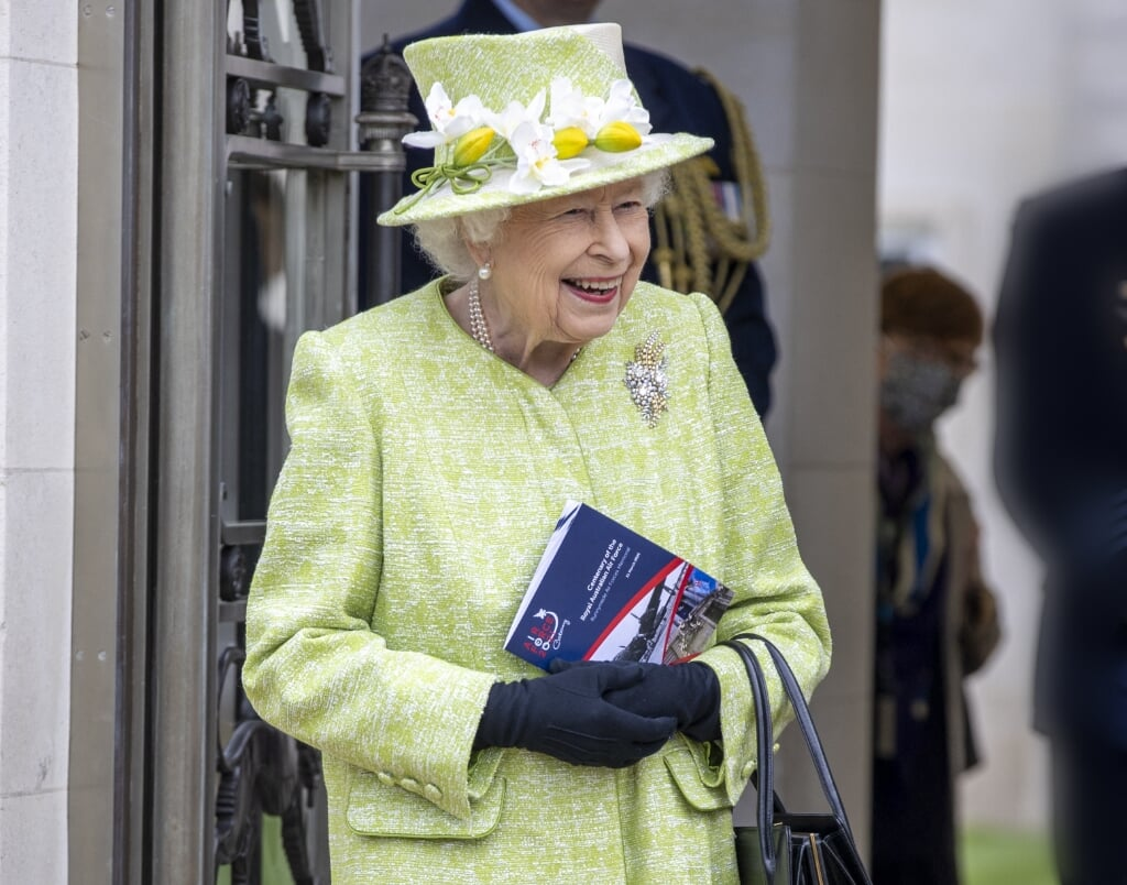 2021-03-31 15:20:40 Britain's Queen Elizabeth II looks on during a service to mark the Centenary of the Royal Australian Air Force at the CWGC Air Forces Memorial, Runnymede in Surrey on March 31, 2021.  Steve REIGATE / POOL / AFP  (beeld Steve Reigate / Pool / afp)